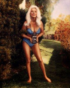 Bunny Yeager a réalisé plusieurs autoportraits, dont celui-ci.