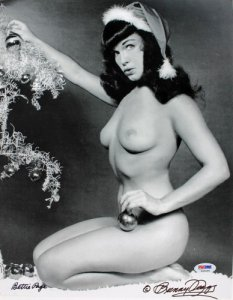 La photo de Bettie Page avec le bonnet du Père Noël.