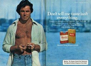 Rock posant, sans moustache, pour une marque de cigarettes (non, je ne ferais pas d'allusion à la pipe).