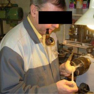 Il est déconseillé de fumer lorsqu'on taille une pipe.