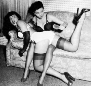 bettie_page_spank01