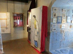 L'exposition se déploie sur plusieurs étages. Un labyrinthe où se perdre coquinement, de coins en recoins.