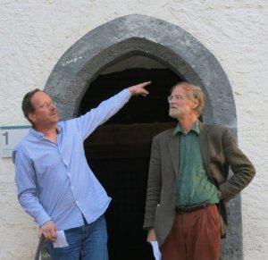"""Nicolas Isoz (à gauche), directeur du Château d'Aigle, et Michel """"Humus"""" Froidevaux, à l'heure des discours."""
