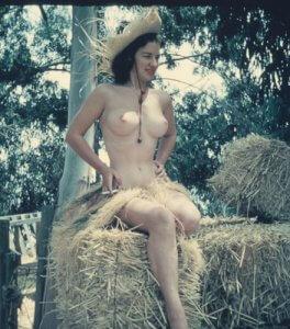 L'été est une saison propice au libre épanouissement des seins.