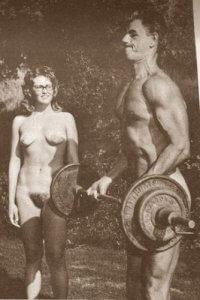 - Comme tu es fort, Jean-Jacques! A part tes muscles, tu arrives à bander autre chose?