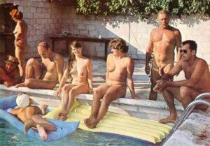 A la piscine.
